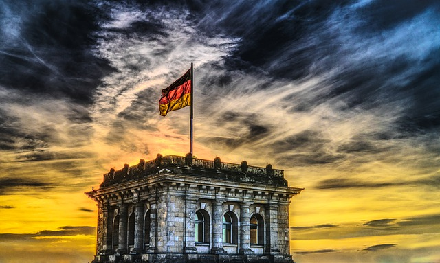 německá vlajka na střeše.jpg